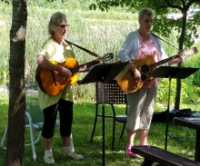 Pat and Carol provide music